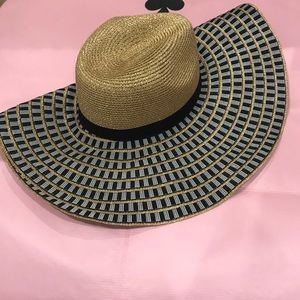 Accessories - Beautiful Floppy Straw/Paper Hat—Great for Packing